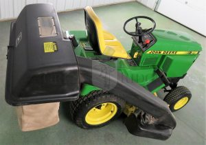 John Deere 318 – One of the Most Popular Lawn Tractors Ever