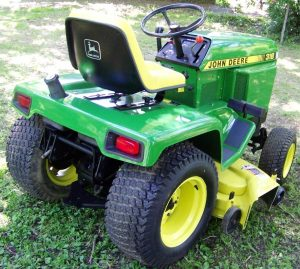 John Deere 318 - America's Most Popular Lawn Tractor Ever