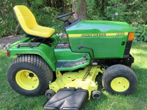 445 John Deere lawn tractor