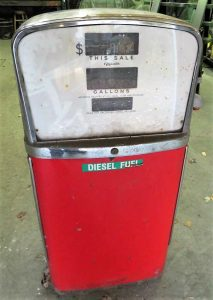 Old 1950s gas pump